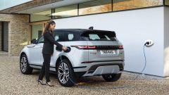 Range Rover Evoque P300e PHEV, ricarica veloce in 30 minuti