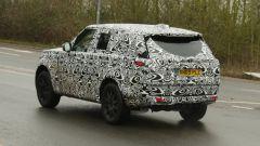 Range Rover Sport 2022: visuale di 3/4 posteriore