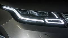 Range Rover Velar: la firma luminosa anteriore