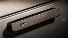 Range Rover Velar: le maniglie fuoriescono a bassissima velocità