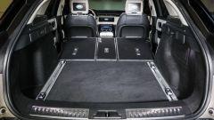 Range Rover Velar: si notino i display nei poggiatesta