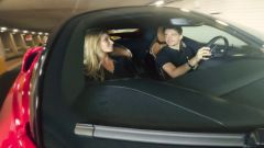 Rebecca Blanc-Lelouch con Charles Leclerc sulla Ferrari SF90 Stradale