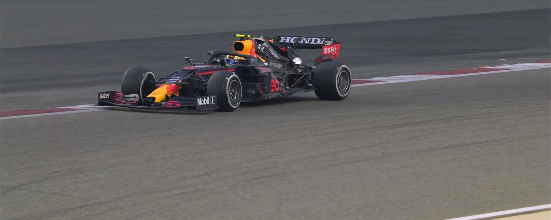 Brivido Red Bull: Perez perde il cofano in rettilineo