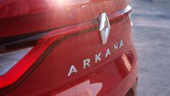 Renault Arkana, il lettering sul bagagliaio