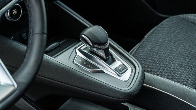 Renault Captur 2019, la leva del cambio automatico