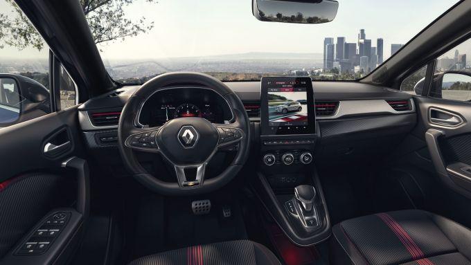 Renault Captur, arriva ibrido e R.S. Line: gli interni sportivi