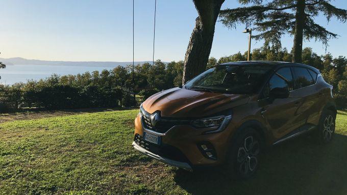 Renault Captur E-Tech Plug-in Hybrid: la sosta sul lago di Bolsena