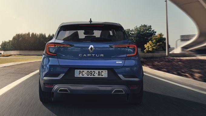 Renault Captur R.S. Line: si notino il diffusore grigio e il doppio scarico cromato