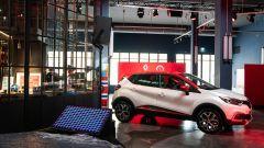 Renault Captur Tokyo Edition: ora l'auto si compra dai social - Immagine: 8