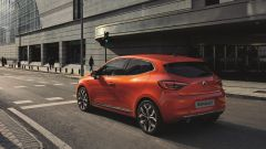 Renault Clio 2019 Valencia Orange: vista 3/4 posteriore sinistra