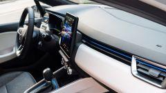 Renault Clio E-Tech ibrida, il display da 9,3 pollici a centro plancia