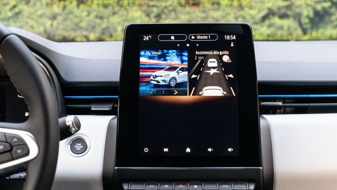 Renault Clio E-Tech ibrida: il display touch da 9,3 pollici dell'infotainment