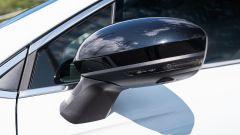 Renault Clio E-Tech ibrida, lo specchio retrovisore