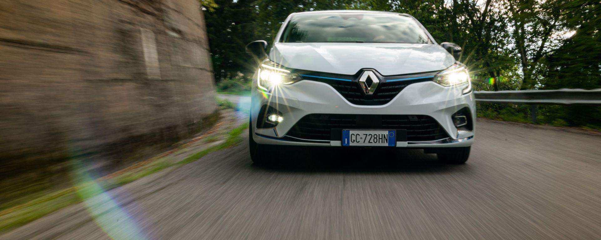 Renault Clio E-Tech ibrida: un momento della prova