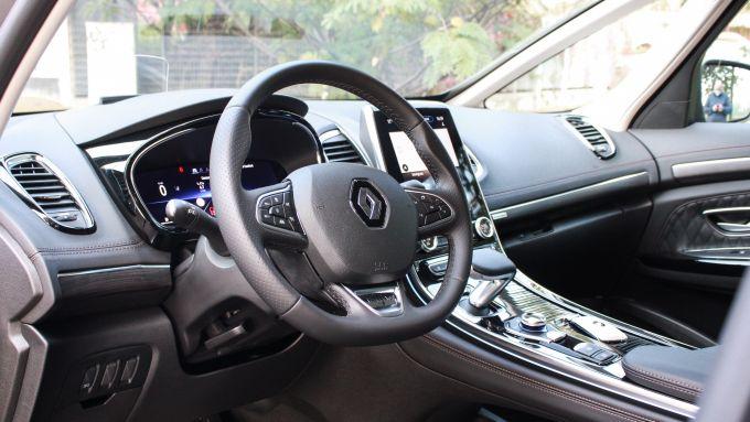 Renault Espace Blue dCI 200 EDC Initiale Paris: gli interni