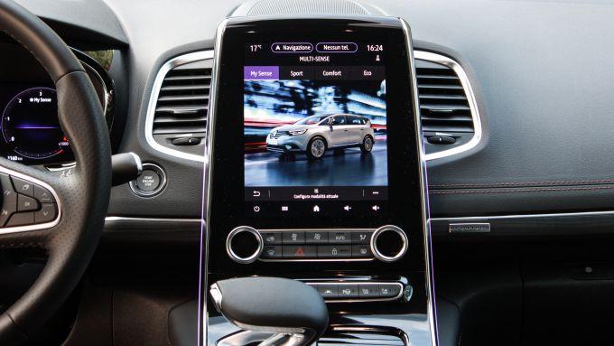 Renault Espace Blue dCI 200 EDC Initiale Paris: il display dell'infotainment da 9,3