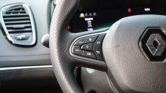 Renault Espace Blue dCI 200 EDC Initiale Paris: il volante ricco di tasti