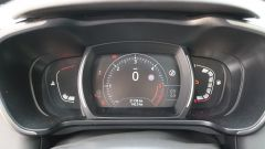Renault Kadjar: la strumentazione analogica è sostituita da un comodo monitor a colori