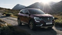 Renault Koleos 2021: visuale di 3/4 anteriore