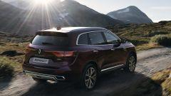 Renault Koleos 2021: visuale di 3/4 posteriore