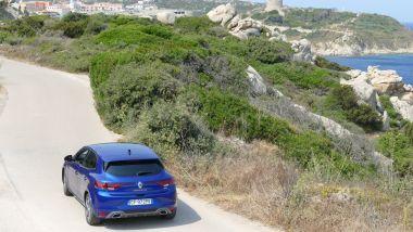 Renault Mégane E-Tech PHEV R.S. Line: alla scoperta dei borghi sardi
