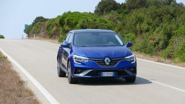 Renault Mégane E-Tech PHEV R.S. Line: confortevole e precisa su strada