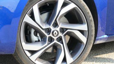 Renault Mégane E-Tech PHEV R.S. Line: i cerchi in lega da 18 pollici opzionali
