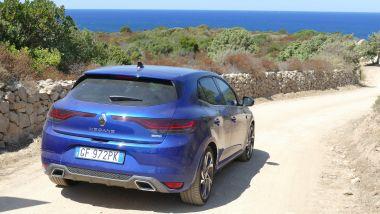 Renault Mégane E-Tech PHEV R.S. Line: la berlina francese verso spiagge incontaminate