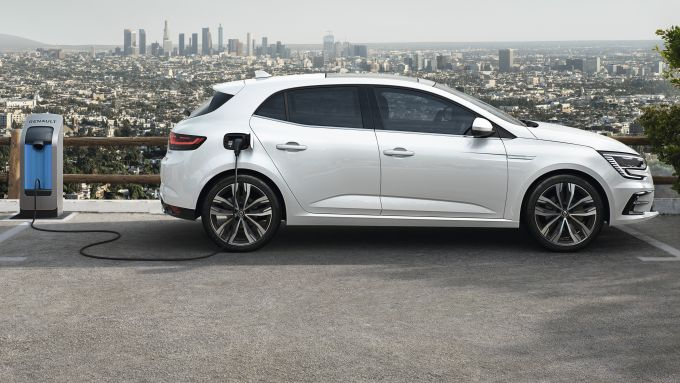 Renault Mégane Hatchback E-Tech plug-in hybrid in ricarica