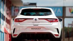 Renault Mégane RS Trophy-R: il posteriore con in evidenza gli scarichi centrali