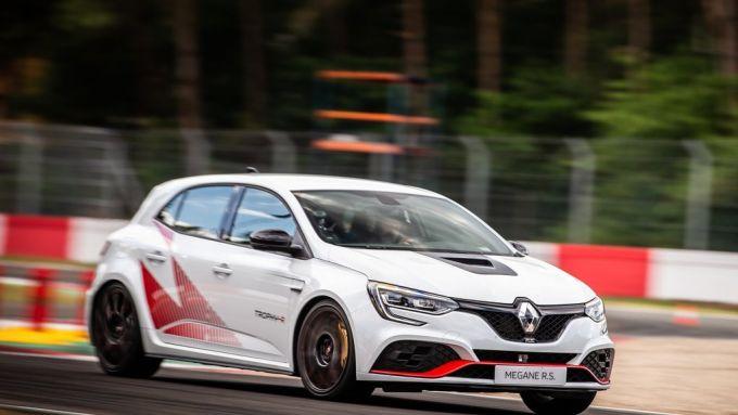 Renault Mégane RS Trophy-R: perfetta macchina per divertirsi in pista