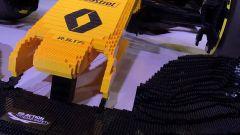 Renault RS17 fatta di Lego, il musetto