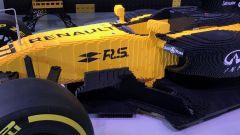 Renault RS17 fatta di Lego, vista laterale