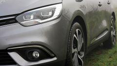 Renault Scenic 1.6 dCi Bose: dettaglio del faro anteriore
