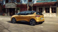 Renault Scenic 2016: vista 3/4 posteriore