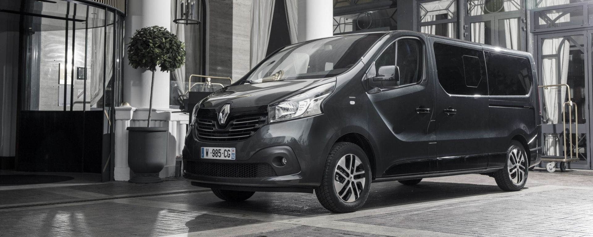 Renault Trafic Spaceclass: business lounge per 8