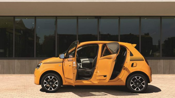 Renault Twingo: 4 porte e 4 posti per la citycar