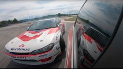 Renault Twingo e Nissan Sylvia impegnate in un drift in tandem