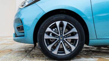 Renault Zoe, la prova su strada: di serie per Intens i cerchi da 17