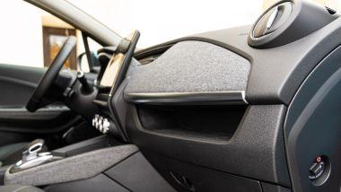 Renault Zoe, la prova su strada: la plancia rivestita in tessuto