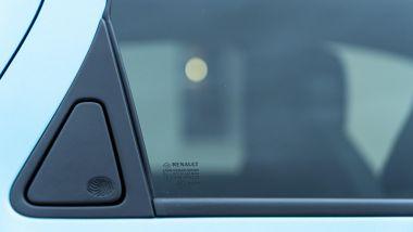 Renault Zoe, la prova su strada: le maniglie nascoste nelle portiere posteriori