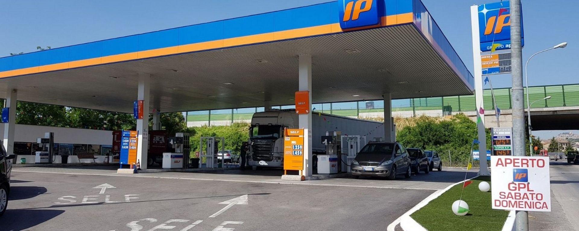 Revocato lo sciopero, benzinai aperti anche domani 26 giugno