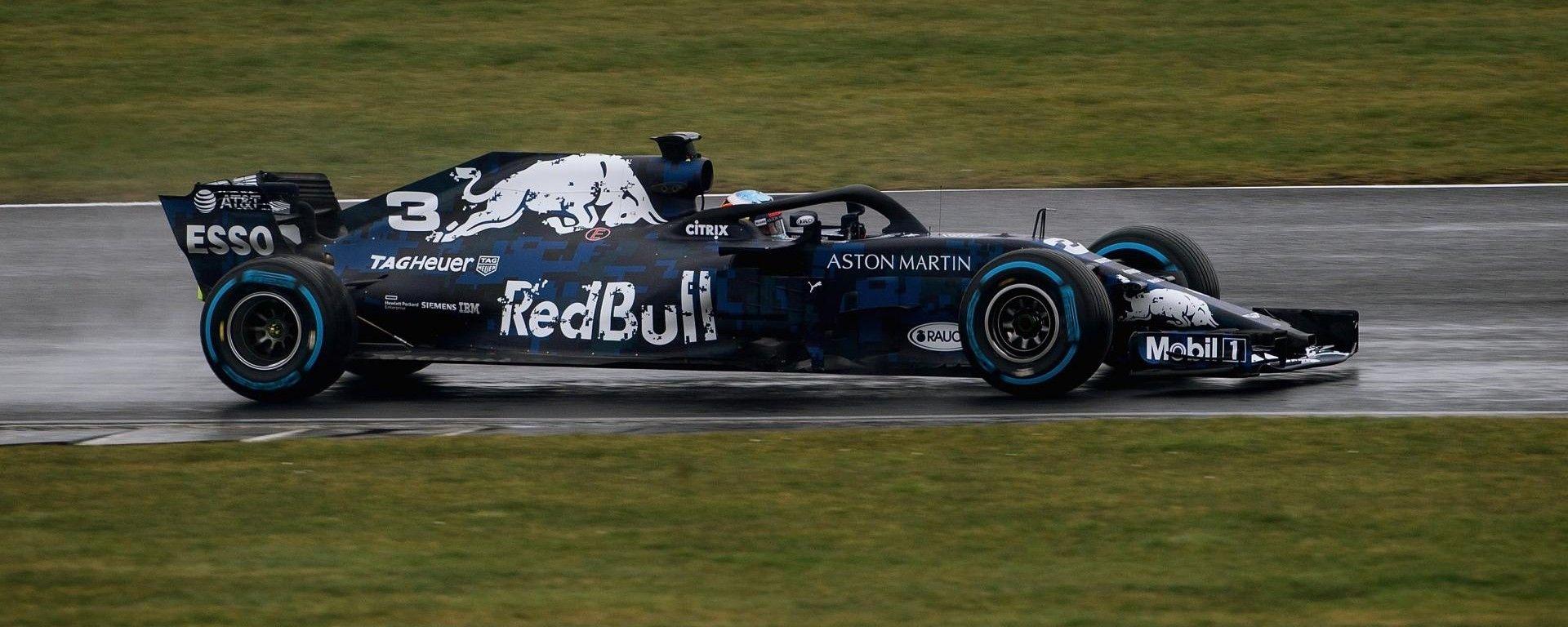 Ricciardo prova la Red Bull 2018 a Silverstone: il video