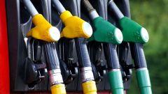 Ricerca prezzo medio benzina: il costo di un litro varia moltissimo nel mondo