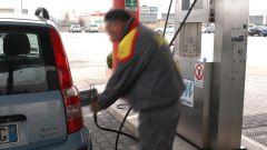 Ricerca prezzo medio benzina: un rifornimento