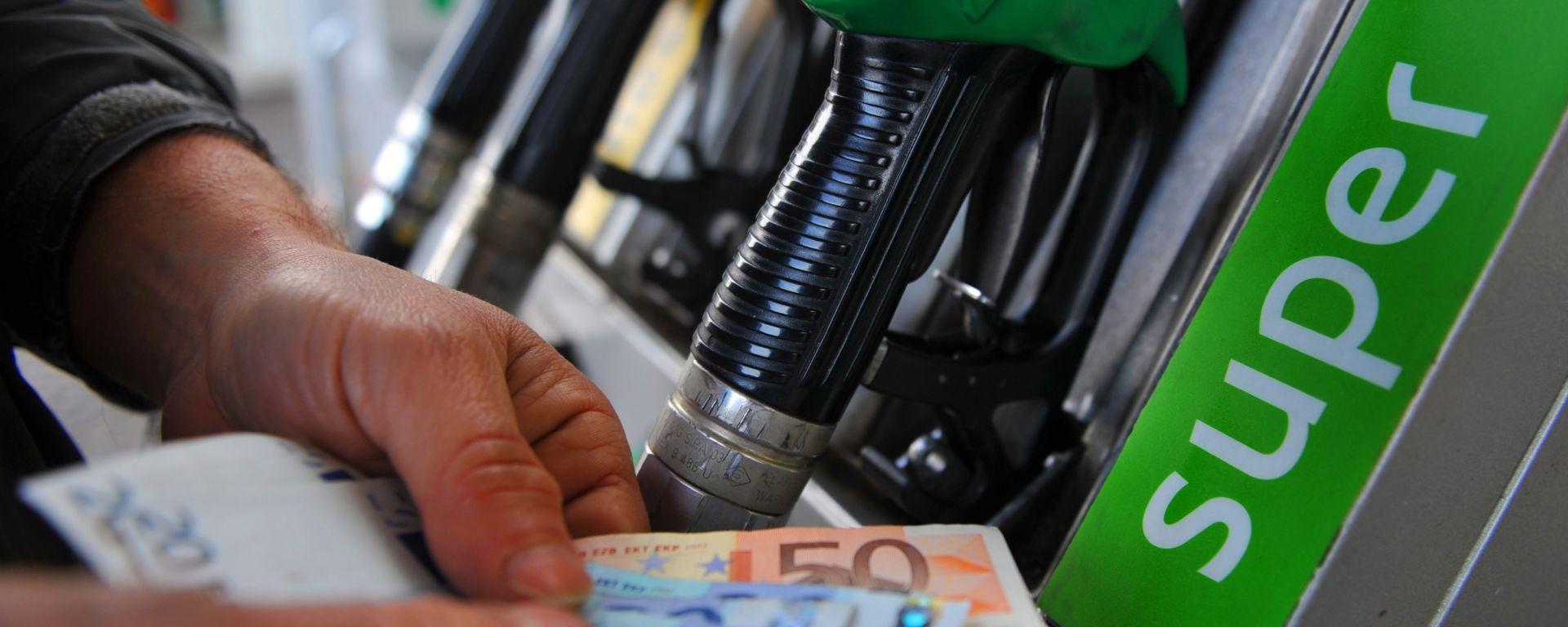 Risparmiare sul rifornimento di benzina e diesel? Ecco come fare