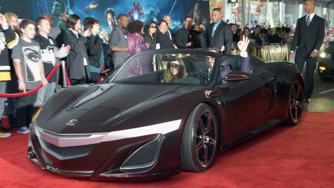 Robert Downey Jr. al volante della concept cabrio Acura NSX