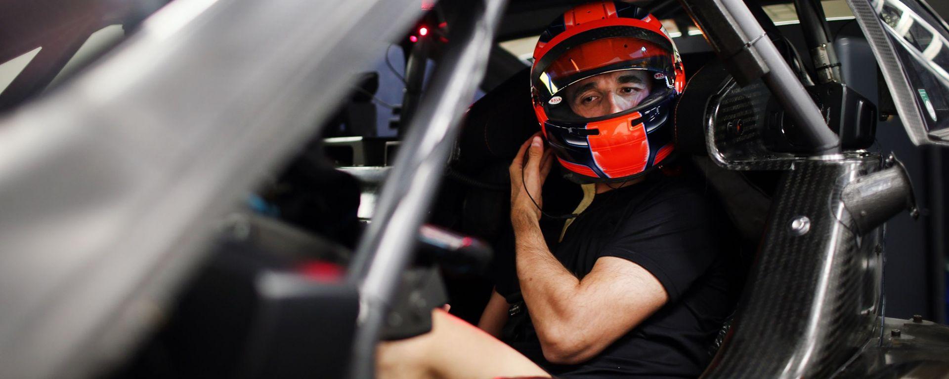 Robert Kubica nell'abitacolo della BMW M4 DTM