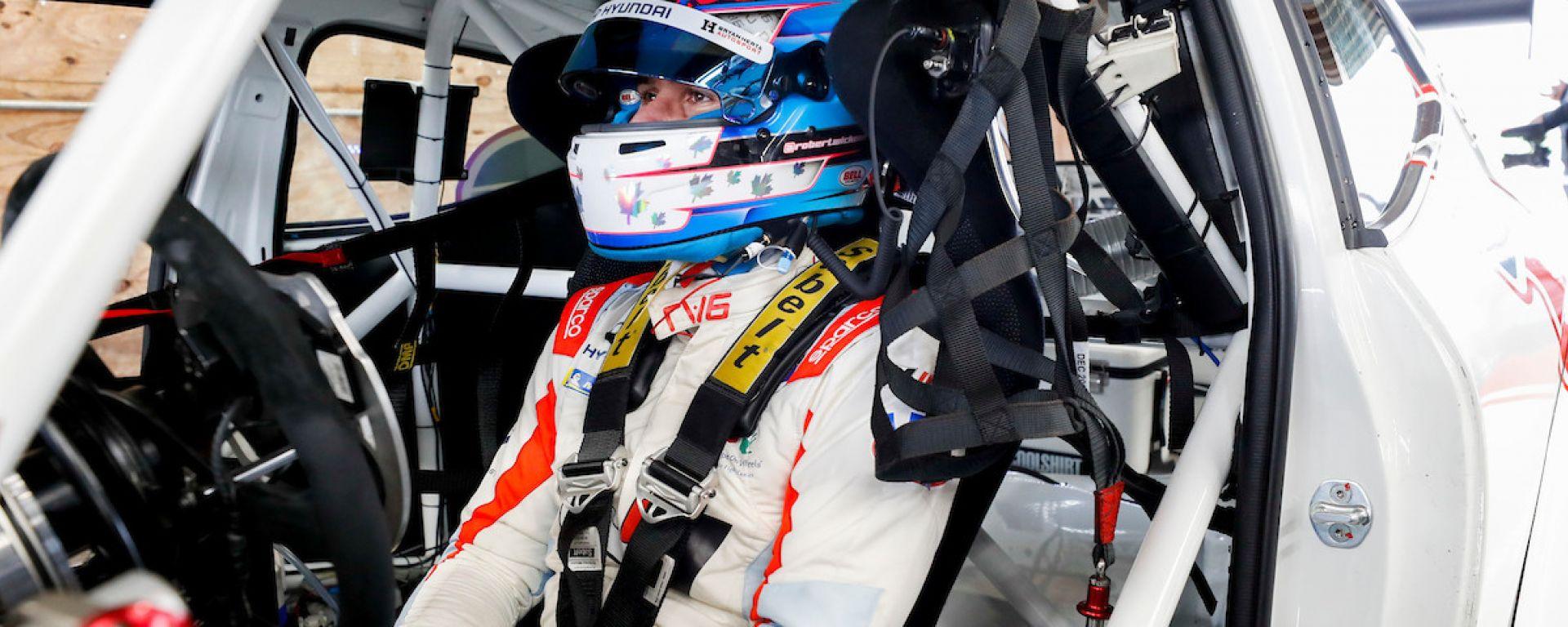 Prima volta in pista per Robert Wickens dopo le lesioni al midollo spinale - VIDEO
