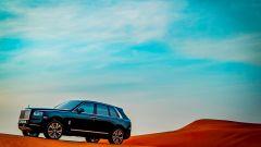 Rolls Royce Cullinan nel deserto